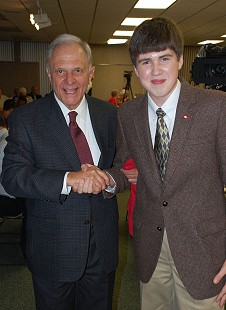 Bumpers/Pryor Democratic event in Russellville Arkansas-David Pryor With student Garrett Oates © Pryor Center for Arkansas Oral and Visual History, University of Arkansas
