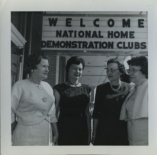 Group of women at the National Home Demonstration Club meeting; Dorris Vick Collection MC961 © Pryor Center for Arkansas Oral and Visual History, University of Arkansas