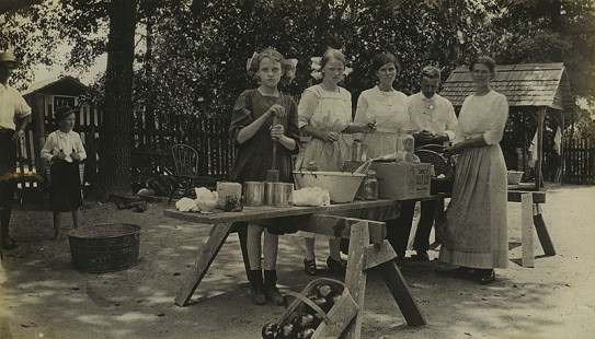 """Tomato"" Girls Club group preparing to can tomatoes, 1912; Mabelvale Home Demonstration Club Records MC1640 © Pryor Center for Arkansas Oral and Visual History, University of Arkansas"