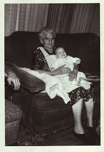 Maudie Junior, Ila Adcox's mother and Mike Beebe's great-grandmother, with her great-great-granddaughter © Pryor Center for Arkansas Oral and Visual History, University of Arkansas