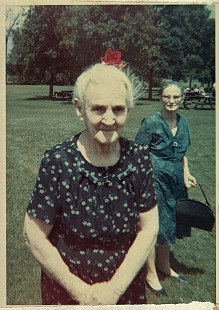 Maudie Junior with her daughter, Lillie Ford, at a family reunion in Rockford, Illinois © Pryor Center for Arkansas Oral and Visual History, University of Arkansas