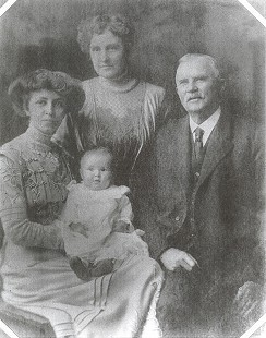 Four generations: baby, Janet Sheppard; mother, Lucille Sanderson Sheppard; grandmother, Susan Ferguson Sanderson; great-grandfather, William Thomas Ferguson; ca. 1911 © Pryor Center for Arkansas Oral and Visual History, University of Arkansas