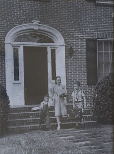 Janet Sheppard Arnold with sons, Morris and Richard; Texarkana, ca. 1946 © Pryor Center for Arkansas Oral and Visual History, University of Arkansas