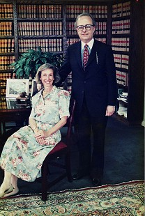 Gail and Morris Arnold in judge's chambers © Pryor Center for Arkansas Oral and Visual History, University of Arkansas