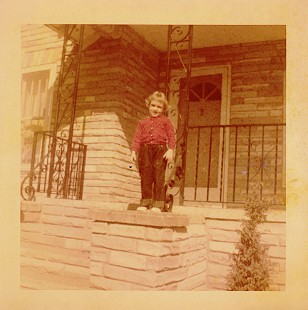 Ginger Beebe on the front porch of her home in Searcy, Arkansas © Pryor Center for Arkansas Oral and Visual History, University of Arkansas