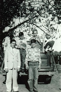 Mike Beebe with his cousins and a friend; (front row) cousins, Jerry Huskey and Laverl Edwards; (back row)  cousin, Ron Huskey; Mike Beebe; friend, Don Adcox; cousin, Barbara Edwards Mathis; Edwards residence, north of Tuckerman, Arkansas © Pryor Center for Arkansas Oral and Visual History, University of Arkansas