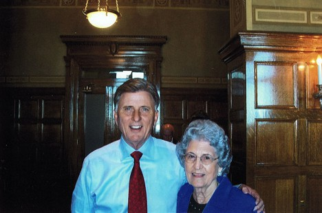 Mike Beebe with his aunt, Dane Huskey Giles, the day after he won the gubernatorial election © Pryor Center for Arkansas Oral and Visual History, University of Arkansas