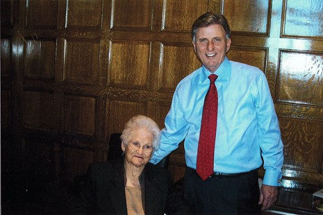 Mike Beebe with his great-aunt, Ila Junior Edwards Adcox, the day after he won the gubernatorial election © Pryor Center for Arkansas Oral and Visual History, University of Arkansas