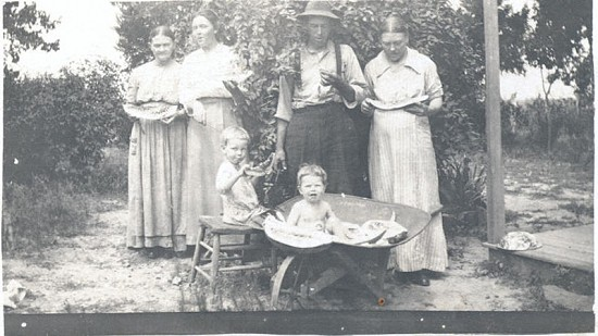 Bessie Motley Blair, grandmother of Jim Blair, with her family, ca. 1915 © Pryor Center for Arkansas Oral and Visual History, University of Arkansas