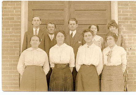 Marshall schoolteachers and Bessie Motley Blair, grandmother of Jim Blair (1st row, 2nd from left) © Pryor Center for Arkansas Oral and Visual History, University of Arkansas