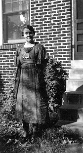 Bessie Motley Blair, grandmother of Jim Blair, outside home in Fayetteville, Arkansas © Pryor Center for Arkansas Oral and Visual History, University of Arkansas