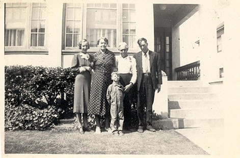 Jim Blair with his grandmother, Bessie Blair, and family © Pryor Center for Arkansas Oral and Visual History, University of Arkansas