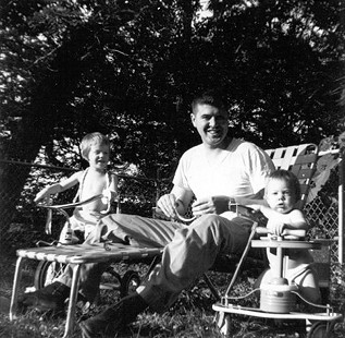 Jim Blair with daughters, Heather and Suzy, 1962 © Pryor Center for Arkansas Oral and Visual History, University of Arkansas