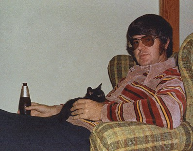 Jim Blair with kitten, 1972 © Pryor Center for Arkansas Oral and Visual History, University of Arkansas