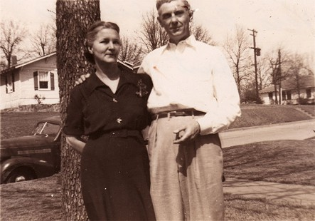 "Phyllis Brandon's mother, Vera Burt Dillaha, with her cousin, Burt Paynter, known to Phyllis as ""Uncle Burt"" © Pryor Center for Arkansas Oral and Visual History, University of Arkansas"
