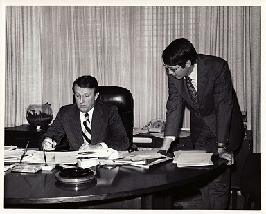 Robert L. Brown (standing) with Governor Dale Bumpers in the Arkansas Governor's Office, December 1974 © Pryor Center for Arkansas Oral and Visual History, University of Arkansas
