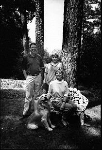Robert L. Brown with his son, Stuart, wife, Charlotte, and their dog © Pryor Center for Arkansas Oral and Visual History, University of Arkansas
