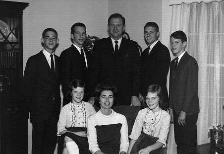 Frank and Barbara Broyles with their children: (standing from left) Dan, Jack, Hank, and Tommy; (seated) Linda and Betsy © Pryor Center for Arkansas Oral and Visual History, University of Arkansas