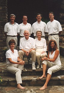 Frank and Barbara Broyles (center) with their children: (standing from left) Hank, Jack, Dan, and Tommy; (seated) Linda and Betsy © Pryor Center for Arkansas Oral and Visual History, University of Arkansas