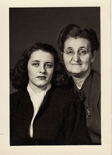 Betty Flanagan Bumpers's sister, Ruth Flanagan, and mother, Ola Callan Flanagan © Pryor Center for Arkansas Oral and Visual History, University of Arkansas