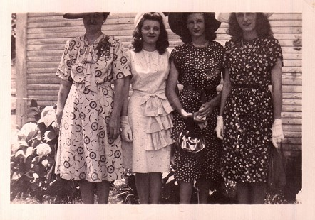 Betty Flanagan (Bumpers) (2nd from right) with her mother, Ola Callan Flanagan, and her sisters, Ruth and Maggie Flanagan, at Ala and Geils Flanagan's; June 9, 1946 © Pryor Center for Arkansas Oral and Visual History, University of Arkansas
