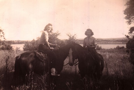 Betty Flanagan (Bumpers) with her best friend, Emmy Wells, on horses, ca. 1948 © Pryor Center for Arkansas Oral and Visual History, University of Arkansas