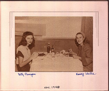 Betty Flanagan (Bumpers) and her best friend, Emmy Wells, at a supper club in Chicago, November 1948 © Pryor Center for Arkansas Oral and Visual History, University of Arkansas