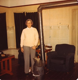 Betty Bumpers in cabin at Mount Lushan, China, February 1979 © Pryor Center for Arkansas Oral and Visual History, University of Arkansas