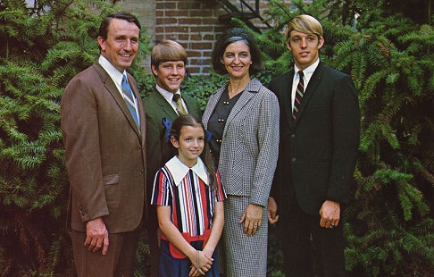 Dale and Betty Bumpers with their children, Bill, Brooke, and Brent, on a gubernatorial campaign postcard © Pryor Center for Arkansas Oral and Visual History, University of Arkansas