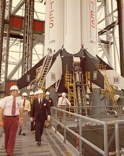 Dale Bumpers touring the Kennedy Space Center © Pryor Center for Arkansas Oral and Visual History, University of Arkansas