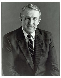 Formal portrait of Dale Bumpers © Special Collections, University of Arkansas Libraries, Fayetteville