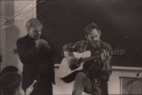 Ed Burks with Levon Helm performing in a classroom © Pryor Center for Arkansas Oral and Visual History, University of Arkansas
