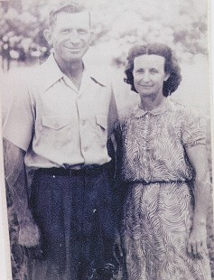 Terry Cagle's paternal grandparents, Dolphus Alton and Annie Elizabeth Cagle © Pryor Center for Arkansas Oral and Visual History, University of Arkansas