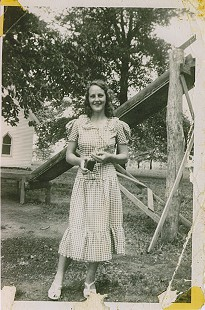 Terry Cagle's mother, Modena Helm (Cagle) at age 14 © Pryor Center for Arkansas Oral and Visual History, University of Arkansas