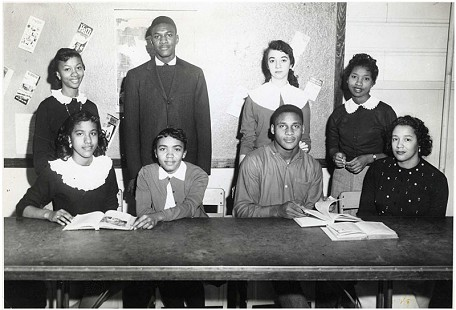 Margaret Clark (seated on right) with students © Pryor Center for Arkansas Oral and Visual History, University of Arkansas