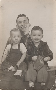 Hershel Edward Conley Sr., with his sons, Hershel Edward Conley Jr. (right) and David Farley Conley; January 26, 1954 © Pryor Center for Arkansas Oral and Visual History, University of Arkansas