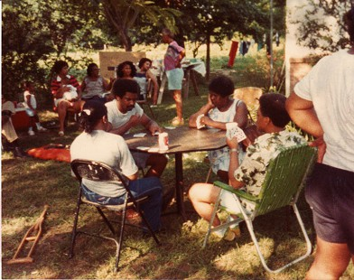 Joycelyn Elders's family playing cards at a picnic © Pryor Center for Arkansas Oral and Visual History, University of Arkansas