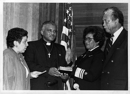 Joycelyn Elders being sworn in as Surgeon General of the United States with Donna Shalala on the left, her husband on the right, and her brother, Chester, as the minister © Pryor Center for Arkansas Oral and Visual History, University of Arkansas