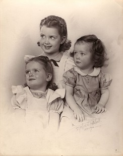 Photo of Patricia Hoey (Ferritor) with her older sisters, 1943 © Pryor Center for Arkansas Oral and Visual History, University of Arkansas