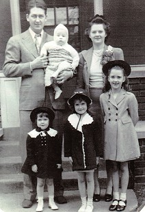 Patsy Hoey (Ferritor) with her father, Matt; mother, Dorothy; brother, Matt Jr.; and older sisters, Joan and Barbara; 1943 © Pryor Center for Arkansas Oral and Visual History, University of Arkansas