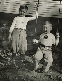 Dickson Flake (left) with his brother, Gordon © Pryor Center for Arkansas Oral and Visual History, University of Arkansas