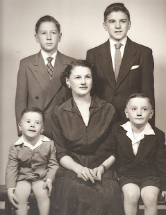 Dickson Flake (top right) with his family: (clockwise from bottom right) John, Marguerite, Tommy, and Gordon © Pryor Center for Arkansas Oral and Visual History, University of Arkansas