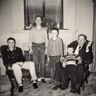 Dickson Flake, left, with his brothers, Gordon, John, and Tommy, and their father, Leon © Pryor Center for Arkansas Oral and Visual History, University of Arkansas