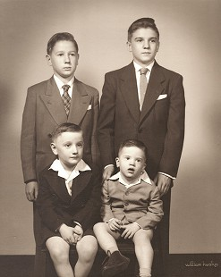 Dickson Flake (standing, right), with his brothers (clockwise from bottom right), Tommy, John, and Gordon © Pryor Center for Arkansas Oral and Visual History, University of Arkansas