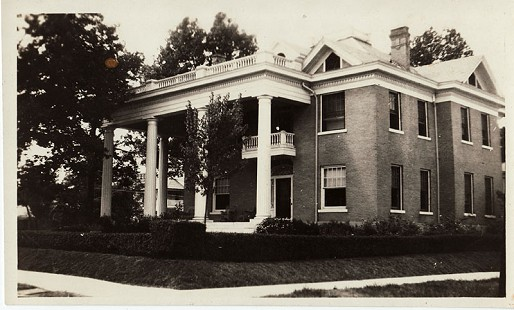Newman/Freeman family home, built at 1220 Main Street, Pine Bluff, in 1911 by Major C. G. Newman, the founder of the Pine Bluff Commercial; destroyed by fire in the 1960s © Pryor Center for Arkansas Oral and Visual History, University of Arkansas
