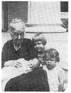 Edmond Freeman as a baby being held by great-grandmother, Marianna Coleman Newman, with sister, Evelyn Freeman, and cousin, Joyce Freeman © Pryor Center for Arkansas Oral and Visual History, University of Arkansas