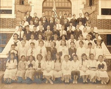 Elementary class photo of June Freeman's mother, Hilda Zuckerman (Biber), 3rd row from bottom, 1st from left, 1917 © Pryor Center for Arkansas Oral and Visual History, University of Arkansas