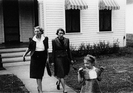 "Ellen Gilchrist with her mother, Aurora ""Bodie"" Louise Alford Gilchrist, and her godmother © Pryor Center for Arkansas Oral and Visual History, University of Arkansas"