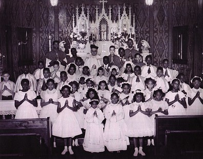 Dorothy Clayborne (Gillam) with her Communion class © Pryor Center for Arkansas Oral and Visual History, University of Arkansas
