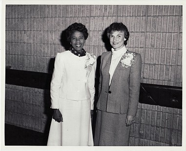 Dorothy Gillam (left) at the Camelot Hotel, Executive Secretarial Seminar, 1986. © Pryor Center for Arkansas Oral and Visual History, University of Arkansas